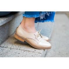Zapato de Cuero con Tachas